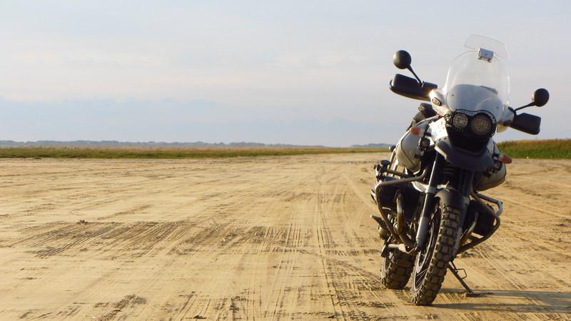 荒野とバイク